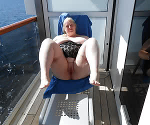 Plump nude boaters for good outdoor fucking