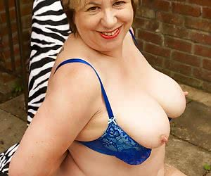 Heres a Hot Photoset of the very sexy Speedybee posing in her Blue Underwear in Busty Kims Garden, she was really being