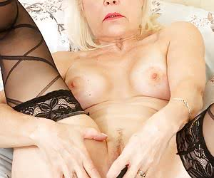 Heres a nice set of Pics I shot of Lady S that incredibly sexy GILF who just loves to tease as you will see as she seduc