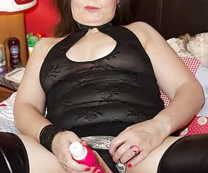 Hi Guys let me introduce you to Morgan Robinson one of the Hottest and Sexiest MILFs I have had the pleasure of photogra