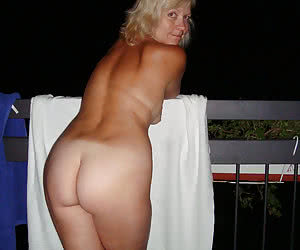 Young girls flashing with their asses in the night
