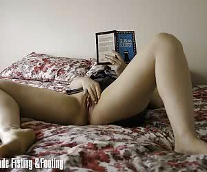 Books make her touch her pussy
