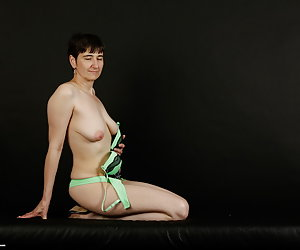 Pose to the Photographer in the green bikini.Hot pictures like I'm moving out.