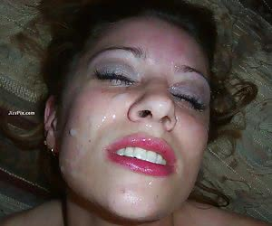 Girlfriend gives blowjob and swallows cumshot