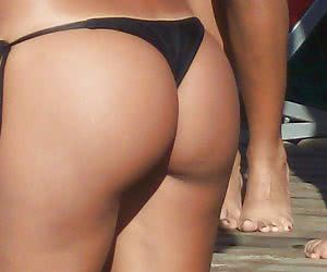A good set of amateur pictures of ordinary girls in thongs