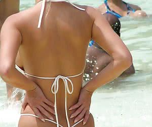Female amateurs proudly exposing their butts in sexy thongs