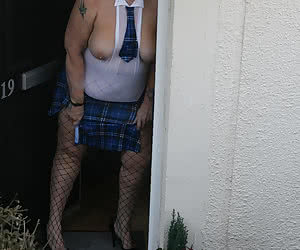 Just getting ready for school and the deliveryman knocks on the door. He asked if he couldtake a few pics, so I of cours