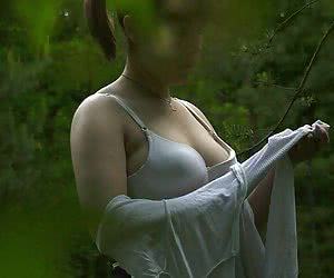 Spying on the unsuspecting chick while she was taking all her dress off in the bushes