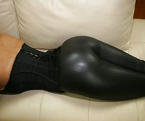 Huge Black Ebony Ass in Yogapants !